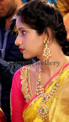 Jewellery Designs: Pachhi Necklace And earrings set Indian Jewellery Design, South Indian Jewellery, Indian Wedding Jewelry, Indian Bridal Wear, Indian Jewelry, Jewelry Design, Antique Jewellery, Bridal Jewellery, Indian Wear