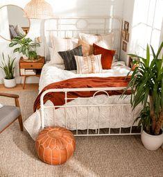 Room Ideas Bedroom, Home Decor Bedroom, Master Bedroom, Bedroom Inspo, Budget Bedroom, Bright Bedroom Ideas, Rooms To Go Bedroom, College Bedroom Decor, Bedroom Signs