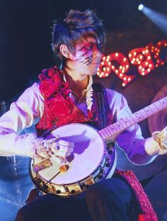 Ryan Ross - Panic! at the Disco (AFYCSO era) when he had the coolest makeup and music ever