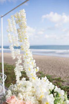Photography: Imaj Gallery - imajgallery.com Venue: Atas Ombak - www.atasombak.com/ Event Planning: Cher Ange - cherange.com   Read More on SMP: http://www.stylemepretty.com/destination-weddings/2016/03/02/romantic-bali-wedding/
