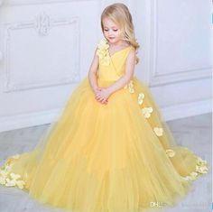 2019 Nueva Princesa Amarillo Vestidos de niña de flores para bodas Con cuello en V Tul Hecho a mano Flores Vestidos de bebé para niños pequeños Vestidos de primera comunión