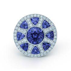 Anello Collezione Great Gatsby in platino con tanzaniti di 3.48 ct e diamanti. | Tiffany & Co.