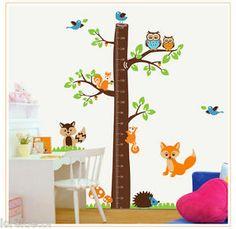 """Medidor infantil """"Tronco con animales"""". Decore la habitación de los peques con este divertido y colorido sticker."""