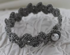 Crochet pattern by for a bracelet - Crochet For Geginners Diy Jewelry Rings, Diy Jewelry Holder, Jewelry Crafts, Jewelery, Handmade Jewelry, Jewelry Making, Poncho Knitting Patterns, Crochet Patterns, Diy Bracelets With Names