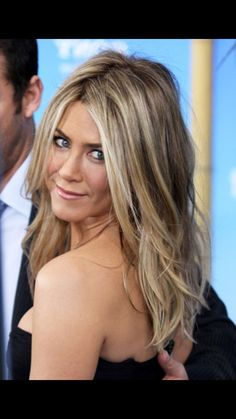 mousy brown hair with blonde highlights Mousy Brown Hair, Brown Hair With Blonde Highlights, Hair Color Highlights, Light Brown Hair, White Highlights, Ash Brown, Blonde Color, Medium Brown, Jennifer Aniston Hair Color