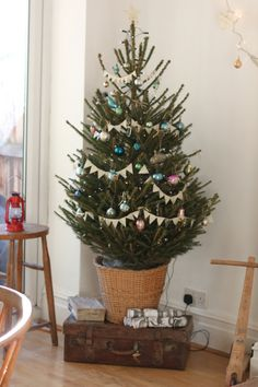 love the pennant garland for the tree