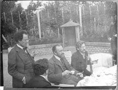 Künstlergruppe im Garten der Villa Moll
