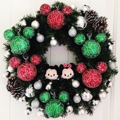 DIY Mickey Christmas Wreath