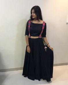 Lahnga with suspenders Choli Blouse Design, Choli Designs, Kurta Designs, Blouse Designs, Garba Dress, Navratri Dress, Lehnga Dress, Lehenga, Designer Party Wear Dresses