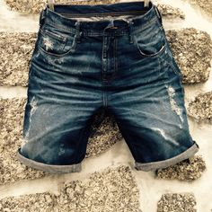 Summer ☀️☀️ High Fashion Men, Denim Fashion, Denim Ideas, Jersey Shorts, Colored Denim, Vintage Denim, Jeans Style, Dsquared2, Blue Jeans