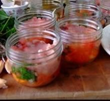 Recette - Conserve de thon aux tomates - Notée 4.1/5 par les internautes Conservation, Homemade, Cooking Recipes, Jelly, Canning Recipes, Canning Jars, Pisces, Board, Home Made