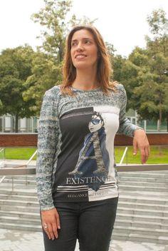 TOP EXISTENCE Camiseta de manga larga, estampada con el dibujo de una mujer moderna y elegante. Composición: 94%viscosa, 6%elastano