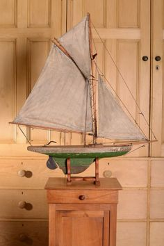 English Antique Fully Rigged Pond Yacht dd 19th Century