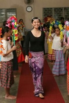 Barot Saya, Modern Filipiniana Gown, Filipino Culture, First Year Photos, Babies First Year, Costumes For Women, Excercise, Costume Ideas, Spring Outfits