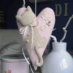 All about Tilde, patterns, master classes. Cat Crafts, Easter Crafts, Diy And Crafts, Valentine Heart, Valentines, Patchwork Heart, Shabby, Fabric Hearts, Fabric Toys