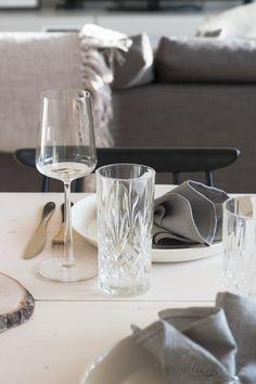 PÖYTÄ ON KATETTU Iittala Scandinavian Dining