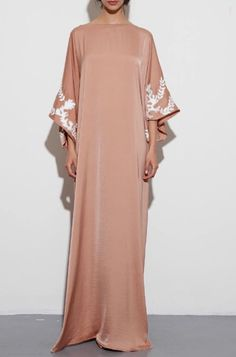 Kaftan/Long dress Kaftan Style, Caftan Dress, Hijab Dress, Abaya Fashion, Modest Fashion, Fashion Outfits, African Fashion Dresses, African Dress, Oriental Fashion