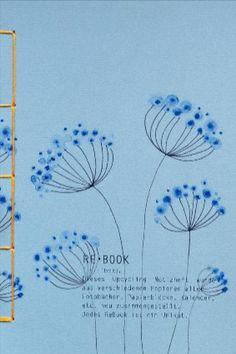 Dieses Notizheft ist nicht nur recycelt, es wurde in liebevoller Handarbeit umweltfreundlich upcycelt. Jedes ReBook ist somit ein Unikat. Es wurde aus einer Vielzahl von verschiedenen Papierblöcken, Fotobüchern, Papiermustern, etc. ganz individuell wieder neu zusammengestellt. Diese kreativen Notizbücher von #Rotberta sind eine tolle Möglichkeit, deine Ideen festzuhalten und dich inspirieren zu lassen. Ideal als Tagebuch, Scrapbook und Dreamnotebook. #ReBook Paper Cover, Photo Book, Notebook, Scrapbook, Fine Art, Illustration, Artist, Pattern, Handmade