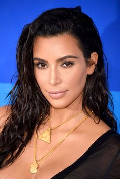 """Kim Kardashian's makeup artist compelemented her wet hairstyle with dewy skin and """"Greek goddess"""" makeup using Laura Mercier products for the VMAs — get the details!"""