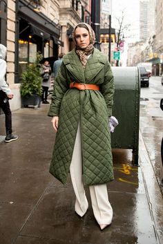 The Very Best Street Style Looks From New York Fashion Week can find Fashion week and more on our website.The Very Best Street Style Looks From New York . New York Street Style, Street Style Fashion Week, Best Street Style, Street Style Looks, Look Fashion, New Fashion, Winter Fashion, Fashion Trends, Fashion Quiz