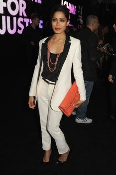 Freida Pinto na het concert bij de after show van het Chime for Change: The Sound of Change Live concert.