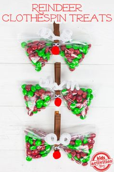 Christmas Party Favor: Reindeer Treat Bags - perfect for a classroom party!