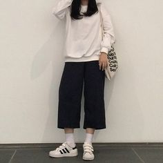 Simple Outfits, Casual Outfits, Cute Outfits, Korea Fashion, Asian Fashion, Modest Fashion, Fashion Outfits, Minimal Outfit, Ulzzang Fashion