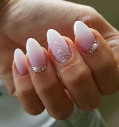 Here are some hot nail art designs that you will definitely love and you can make your own. You'll be in love with your nails on a daily basis. Gorgeous Nails, Love Nails, Pink Nails, My Nails, Mandala Nails, Wedding Nails Design, Wedding Manicure, Bride Nails, Nagel Gel