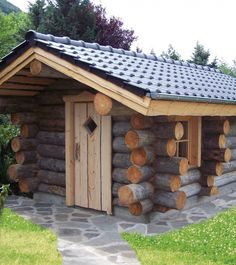 Our exterior saunas are characterized for the high quality of their materials and finishings, especially selected for outdoors. Tiny Cabin Plans, How To Build A Log Cabin, Small Log Cabin, Tiny House Cabin, Log Cabin Homes, Cozy Cabin, Log Cabins, Sauna Design, Cabin Design