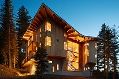 Crows Nest Residence in Sugar Bowl Ski Resort in California Classic Ski Cabin Design Meets Contemporary Luxury At The Crow's Nest Amazing Architecture, Interior Architecture, Interior And Exterior, Rustic Exterior, Cabana, Cabin Design, House Design, Roof Design, Crow's Nest