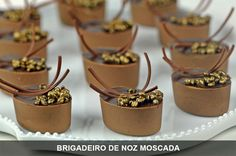 Álvaro Rodrigues Pastry And Bakery, Diy Crafts Videos, Cake, Caramel, Sweet Tooth, Sweets, Cooking, Chocolate Decorations, Chocolate Art