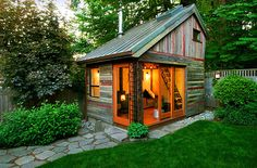Weekend Cabin: Backyard House, Portland, Oregon