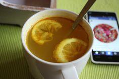 So ähnlich sieht mein Morgen auch aus - Judith startet ihren Tag mit selbstgemachten Ingwer-Kurkuma-Tee und Instagram :-)