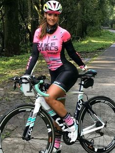 As a beginner mountain cyclist, it is quite natural for you to get a bit overloaded with all the mtb devices that you see in a bike shop or shop. There are numerous types of mountain bike accessori… Women's Cycling, Cycling Girls, Cycling Wear, Cycling Outfit, Cycling Equipment, Cycle Chic, Bicycle Women, Road Bike Women, Bicycle Girl