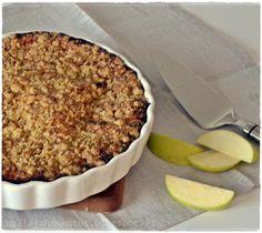 """""""Ehkä täydellisin omenapiirakka mitä tiedän - pehmeä, sopivan makea ja hivenen kirpakka.""""   Näin lukee reseptikirjaani kopioidussa leht... No Bake Desserts, Love Food, Cake Recipes, Deserts, Cooking Recipes, Pie, Cupcakes, Sweets, Chocolate"""