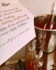 이 호텔 하나부터 열까지 다 좋아�� . #체코 #프라하 #호텔 #여행 #여행스타그램 #생일 #축하 #룸서비스 #와인 #샴페인 #사빅호텔 #czech #praha #travel #travelgram #savichotel #celebrity #birthday #wine #earlycheckin http://tipsrazzi.com/ipost/1505976457117555524/?code=BTmTZvWl9tE