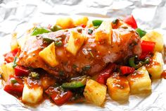 Pineapple Chicken Foil Packets in Oven – So easy and packed with tons of flavor…. Oven Pineapple Chicken Foil Packets – So easy and full of flavor. You will love the simplicity! Chicken Foil Packets Oven, Chicken In Foil, Oven Chicken, Barbecue Chicken, Baked Chicken, Chipotle Chicken, Chicken Dips, Orange Chicken, Keto Chicken