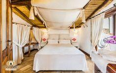 Situato nella costa orientale della Sardegna, il piccolo paese di Orosei ospita l'Albergo Diffuso Mannois, accogliente e confortevole.