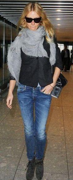 ed588870a0 Who made Gwyneth Paltrow s black handbag