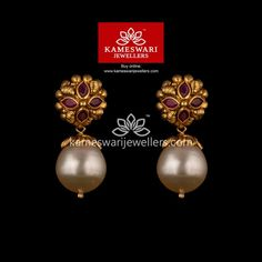 Mesmerizing collection of gold earrings from Kameswari Jewellers. Shop for designer gold earrings, traditional diamond earrings and bridal earrings collections online. Gold Jhumka Earrings, Indian Jewelry Earrings, Buy Earrings, Jewelry Design Earrings, Gold Earrings Designs, Gold Jewellery Design, Earrings Online, Chandelier Earrings, Dior Earrings