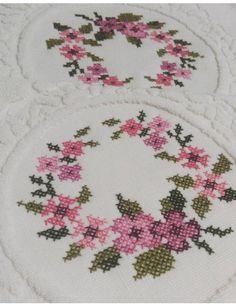 Kanaviçe Embroidery Patterns, Cross Stitch Patterns, Bargello, Cross Stitch Flowers, Diy And Crafts, Embroidered Towels, Cross Stitch Embroidery, Ideas, Cross Stitch Art