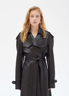 Trench coat in natural plongé lambskin with contrasted lining Celine Campaign, Celine Coat, All Black Looks, Vogue, Edgy Outfits, Womens Fashion Online, Mode Style, Streetwear Fashion, Coats For Women