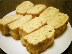 卵屋さんの出し巻き卵☆黄金レシピ 材料 (2人分) 卵 3個 醤油 小さじ1 砂糖 大さじ1と1/2 水 90cc だしの素 小さじ1 塩 2つまみ
