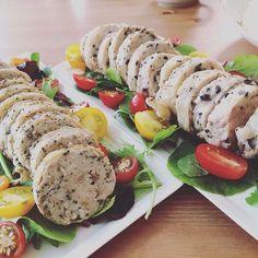 WEBSTA @ chikako130 - 今宵は賑やかな食卓❤️#手作り#鳥ハム#オリーブ入り#大葉がナイス