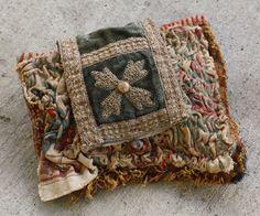 Bordar tecidos antigos http://www.etsy.com/listing/88028612/antique-french-tapestry-petit-clutch