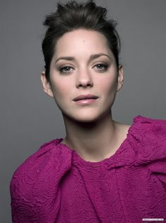 fuschia is a big color this fall! i want my hair to do what her hair is doing! Most Beautiful Women, Beautiful People, Marion Cotillard Style, Marion Cottillard, Imperfection Is Beauty, French Actress, Fashion Week, Her Hair, Style Icons