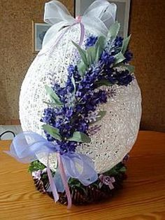 Easter eggs made of newspaper tubes. Ideas and master class Jute Crafts, Diy And Crafts, Hoppy Easter, Easter Eggs, Holiday Ornaments, Holiday Crafts, Easter Flower Arrangements, Diy Ostern, Egg Art