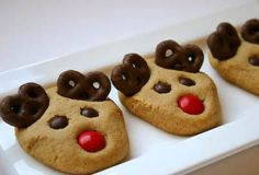 Peanut Butter Reindeer Cookies plus 19 other Christmas Cookie Exchange Recipes. Six Sisters' Stuff: Fresh Food Friday: Christmas Desserts Easy, Holiday Treats, Christmas Treats, Holiday Recipes, Christmas Cookies, Reindeer Christmas, Christmas Parties, Gingerbread Reindeer, Christmas Candy