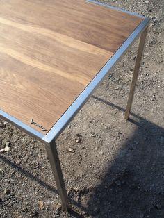 Tisch design by Sebastian Bohry