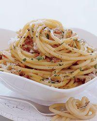 Bucatini Carbonara // More Delicious Pastas: http://fandw.me/mJv